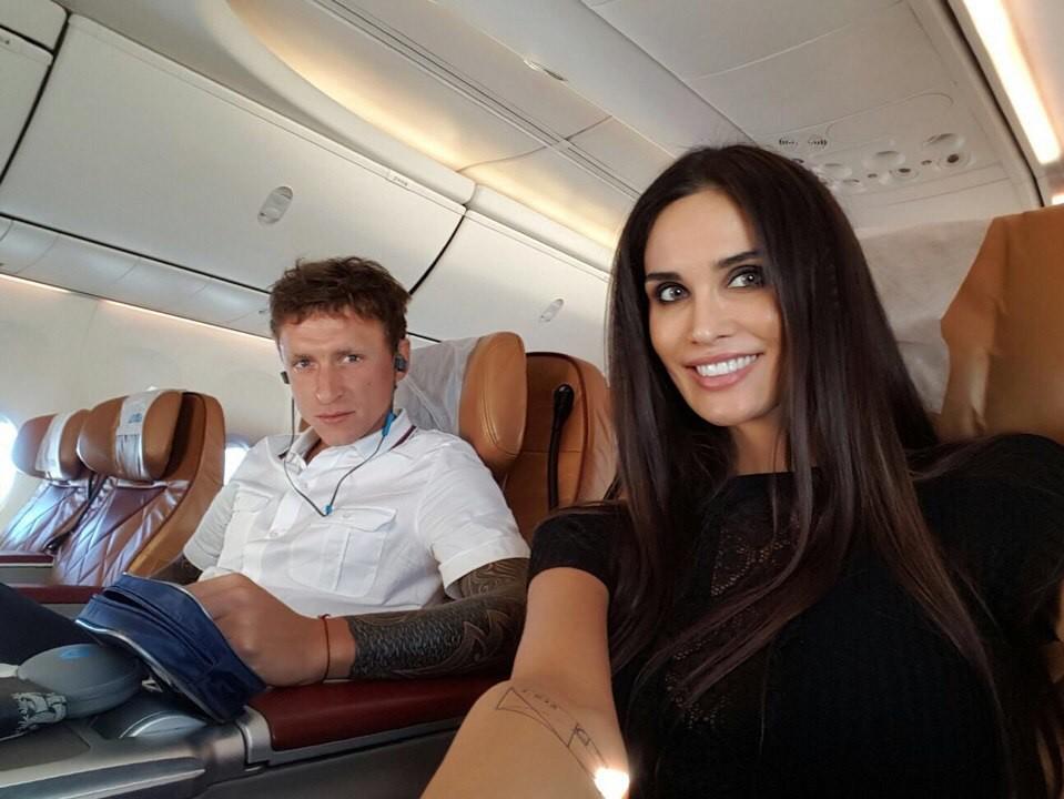 Семья Мамаевых в самолете