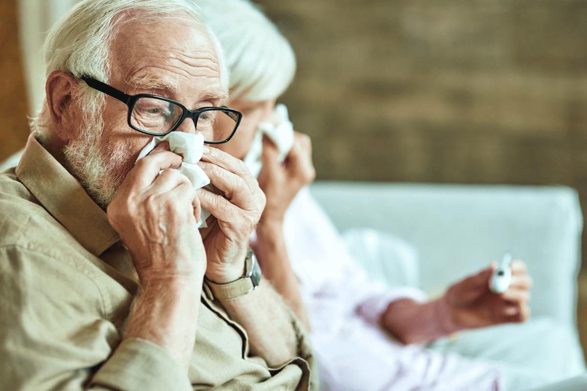 Пенсионер с носовым платком