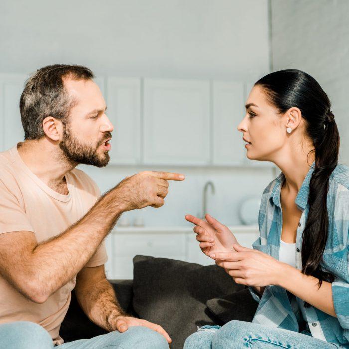 Выяснение отношений мужа и жены