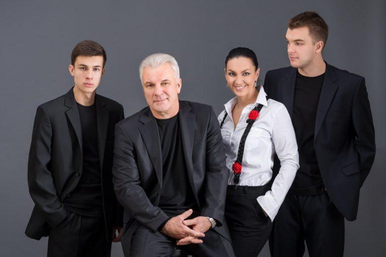Семья: Котенев с сыновьями и женой